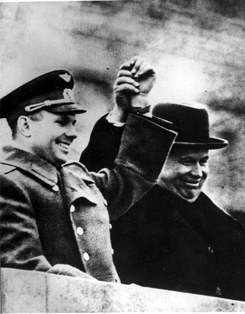 http://www.rudata.ru/w/images/3/35/Yuri_Gagarin_and_Nikita_Khrushchev_14_April_1961.jpg